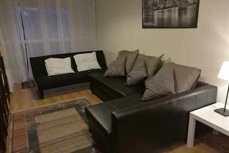 Apartamento con terraza , piscina y garaje.