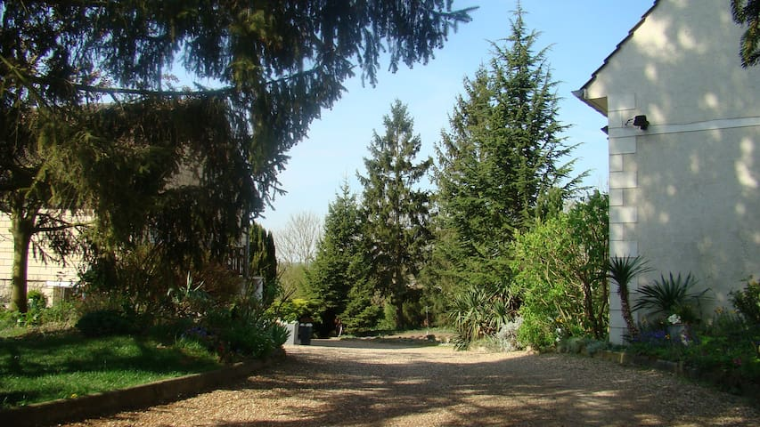 Cottage raffiné 96m², grand jardin , 7km Chantilly - Saint-Leu-d'Esserent - บ้าน