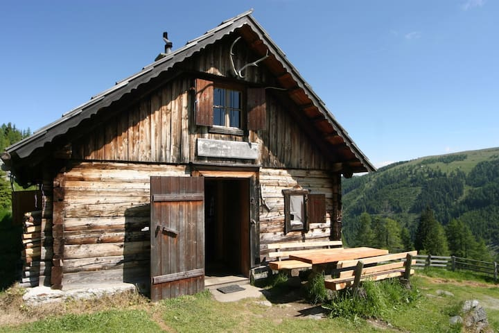Idyllic remote Alpine Hut - a great adventure!