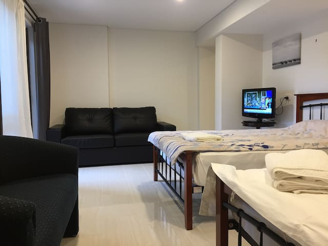 Self Contained Studio with 2 Beds -17C - Booragoon - Apto. en complejo residencial