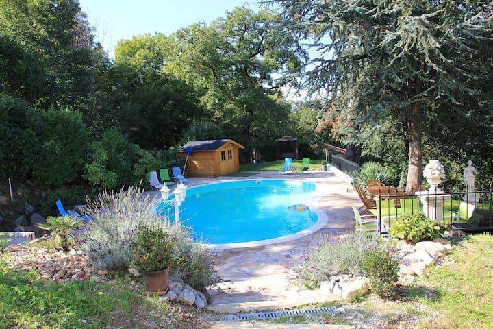 Manoir avec piscine dans le Tarn - Saint-amans Soult - Hrad