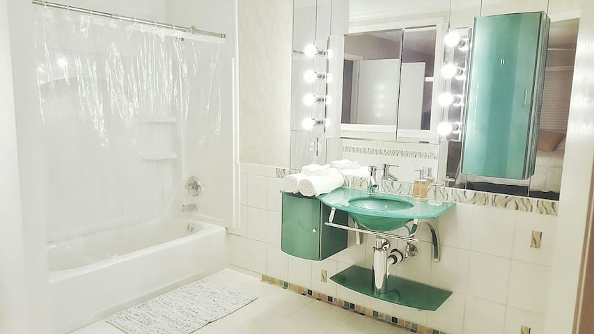 Relaxing Private Room W/Private Bath - Metairie - Condo