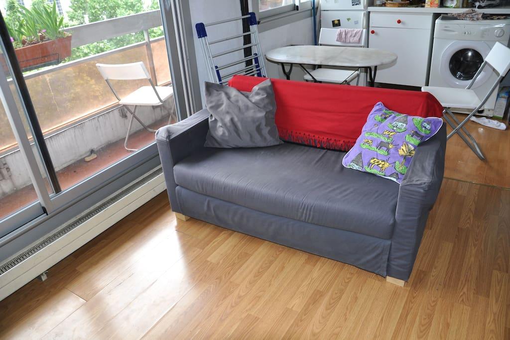 Charmant appartement avec balcon paris villette for Appartement avec balcon paris