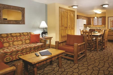 Cozy 2 bdrm resort condo next to the slopes-3 beds - Red River