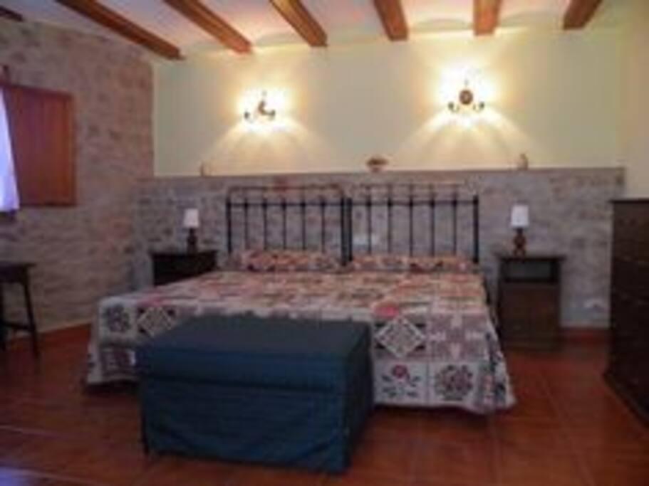 dormitorio con dos camas de 105 cms.