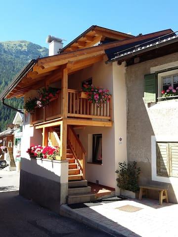 """LA CASETTA """"""""MARTEL""""""""   Val di Fassa-Dolomiti"""