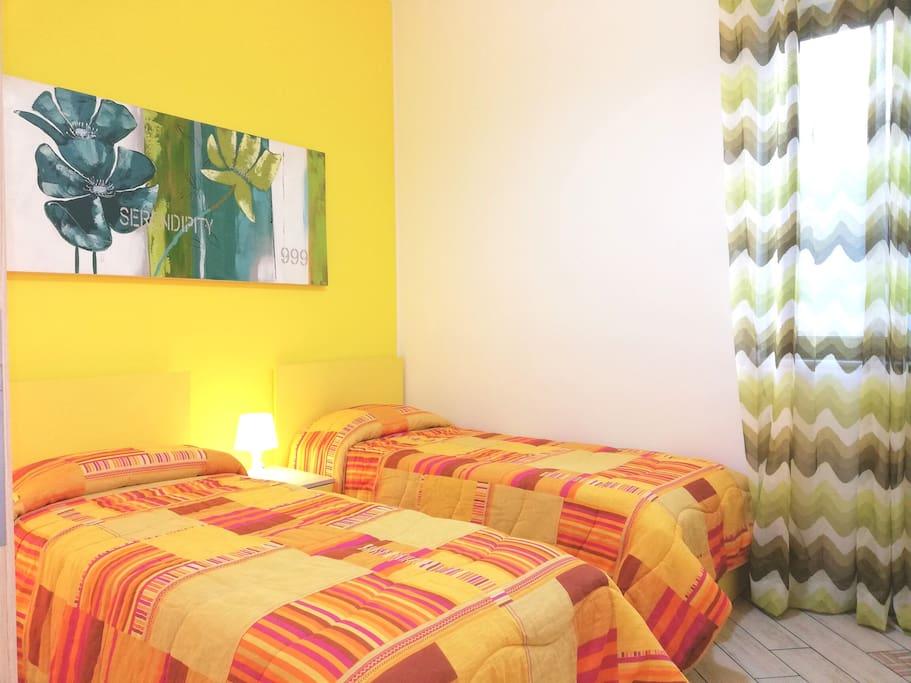 camera con 2 letti singoli o 1 letto matrimoniale (2 posti) e condizionatore