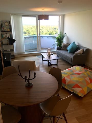 Luxury 2 Bed Apt with Parking - Manchester