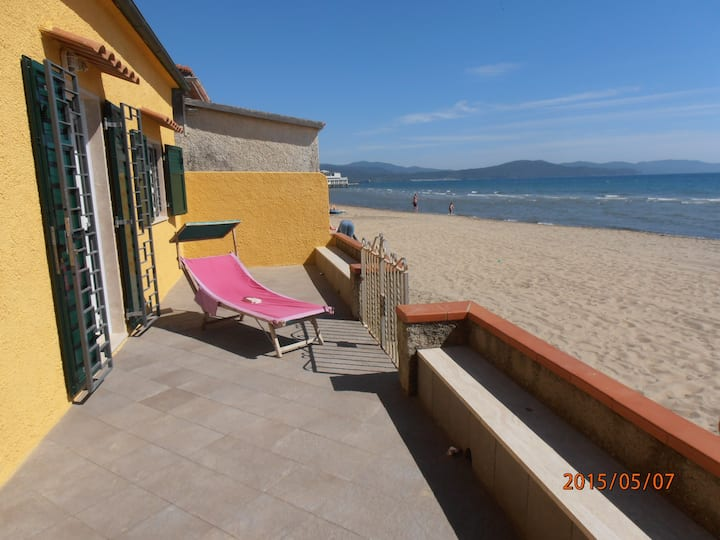 House 8 pers, private sand beach, garden