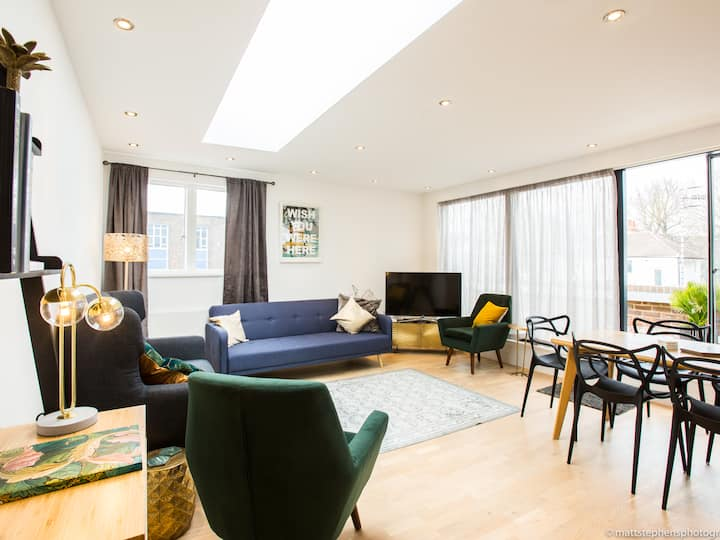Stunning 2 BDR Penthouse in the heart of Brighton