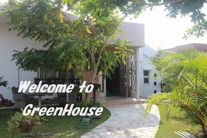 静かな住宅街のくつろげる一軒家。沖縄南部観光に便利