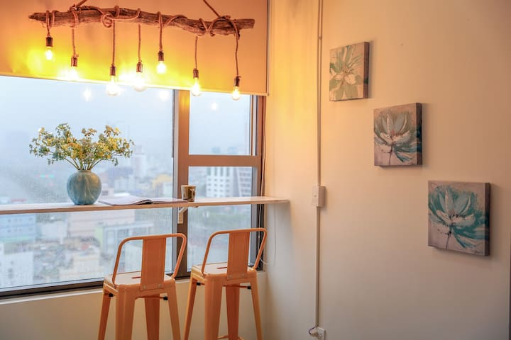 Central Saigon, stylish design -The Light Homestay