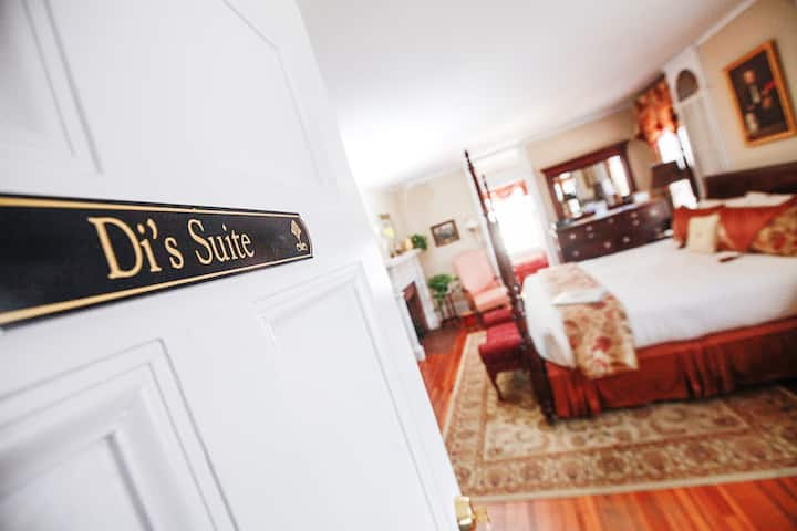 527 South Main-Di's Suite- Walking distance to downtown, Lakeviews & Wine Tours!