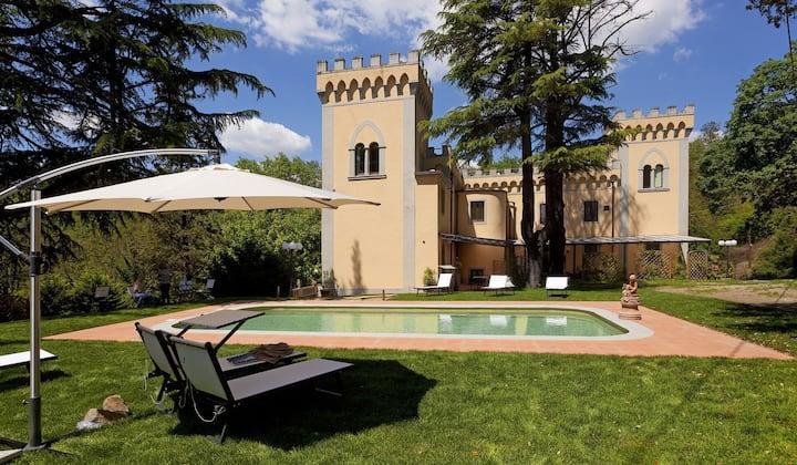Villa Le Torri, splendida Villa nel Chianti, con giardino e piscina