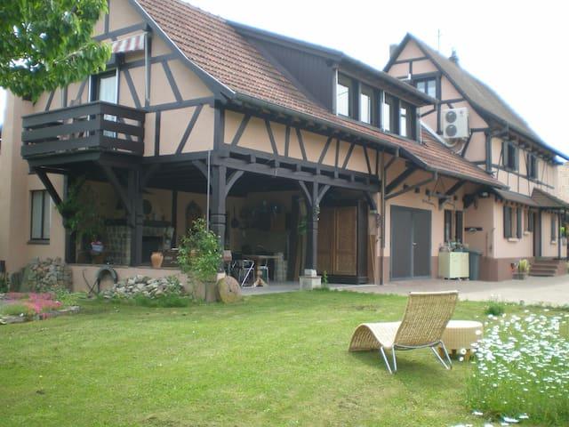 Chambre familiale/ 2 chambres séparées - Uffheim - Gästehaus