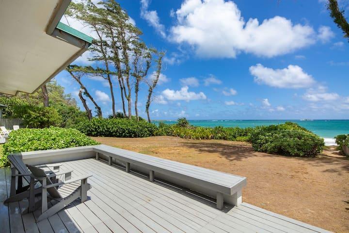 Malaekahana- Incredible Beach front living, perfect 6 person getaway, acre