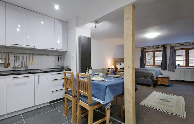 Nadstandartně vybavený apartmán v centru Pece