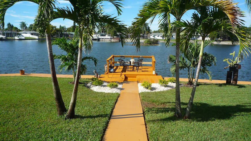 Majestic 2BR 2BA Holiday Waterfront Propertyw/Dock - Holiday - Casa
