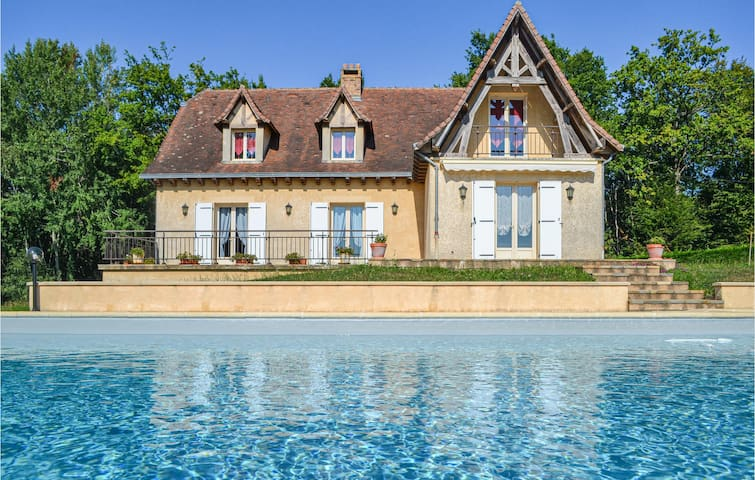 Stunning home in Savignac-Ledrier with WiFi and 4 Bedrooms