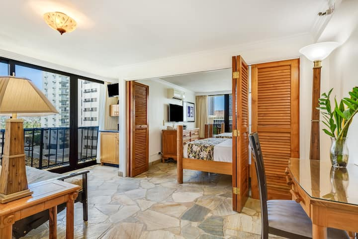 Paradise in Waikiki, Newly Remodeled 1B Suite
