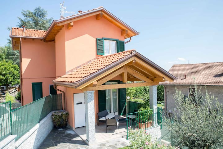 Villa Le palme - Area Produttiva Stazione Fs - Casa