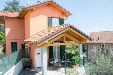 Villa Le palme - Area Produttiva Stazione Fs - Dům