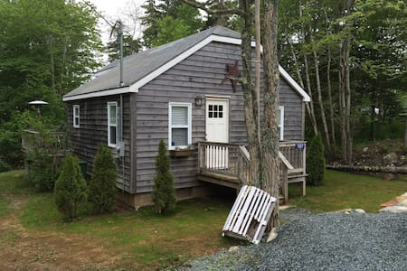Summerville Centre Cottage - Hunts Point