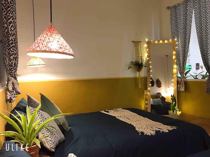 **Venus Room**Near Dragon Bridge and My Khe Beach
