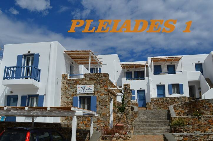 Serifos, Pleiades 1 Traditional stylish Studio
