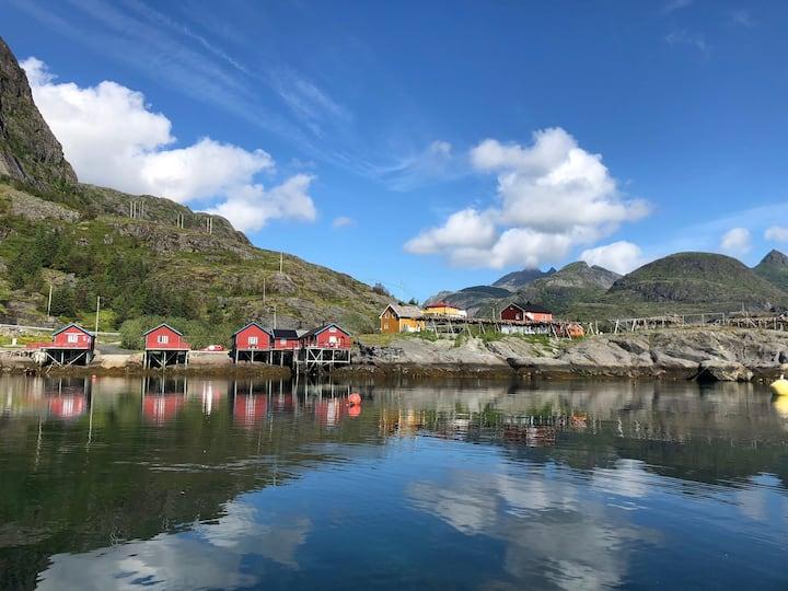 Yellow House at Tind - Å in Lofoten