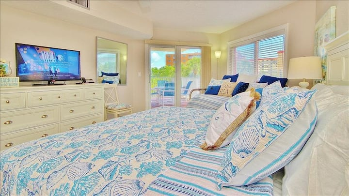 BC1205: Spacious Getaway with Peek-a-Boo View of Turquoise Waters in Indian Shores