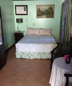 Provident Marikina Bed & Breakfast - Marikina City - Oda + Kahvaltı