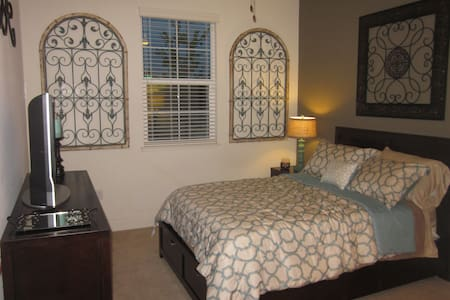 Private Room & Bath in Model Home - Gilroy