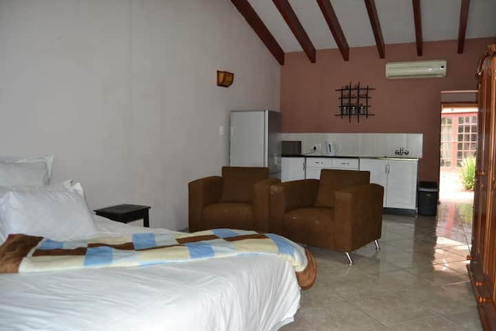 Impact Self Catering - Twin Suite 8