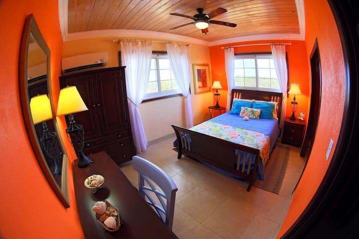 Rollezz Villas Beach: Queen Villa 1