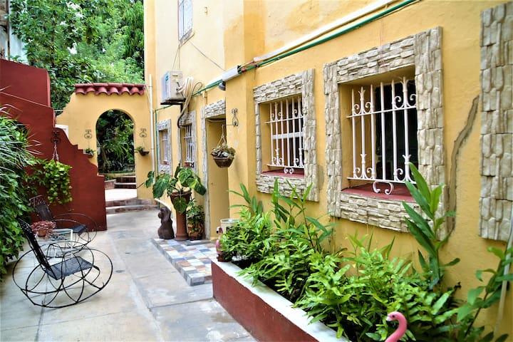 Villa Colonial Lucy Vedado Studio Apartment