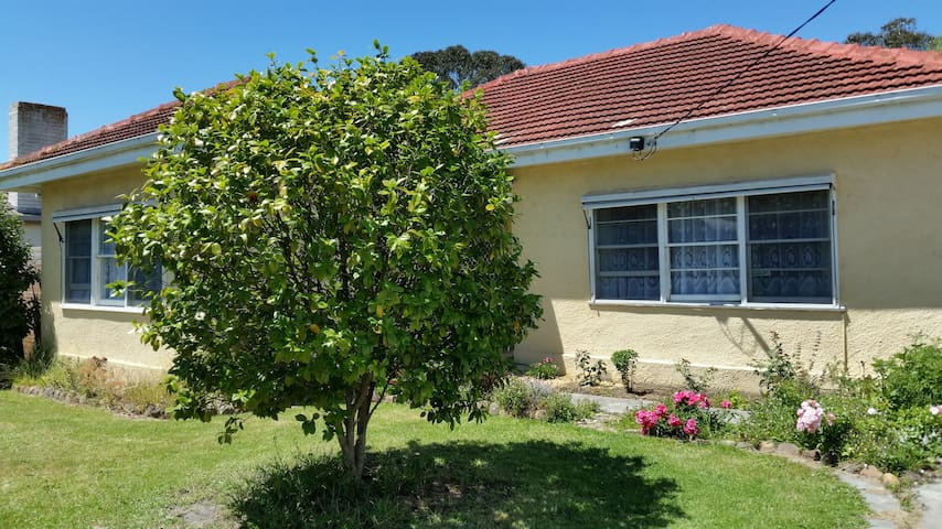 Yarram Camellia Cottage BnB Twin-share