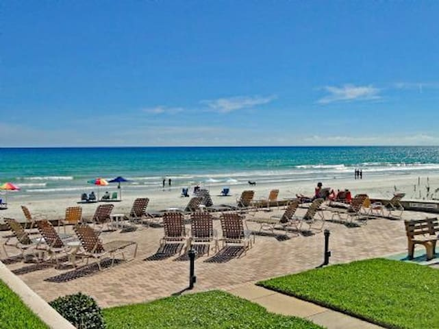 Beautiful, NEW 1/1 Ocean View Right on the Beach - New Smyrna Beach - Apartamento