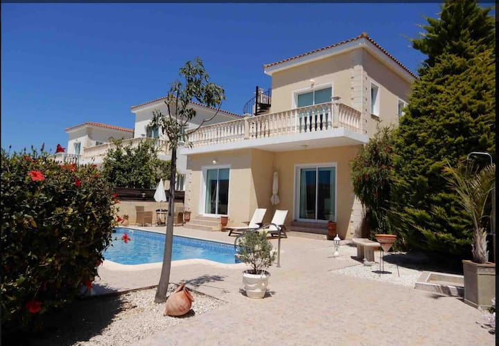 Gorgeous detached Villa with Pool