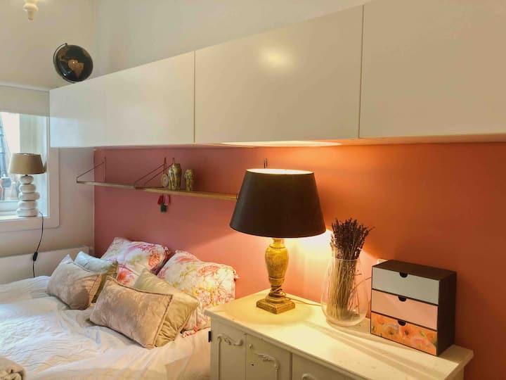 Cosy bedroom near City Center and Vondelpark