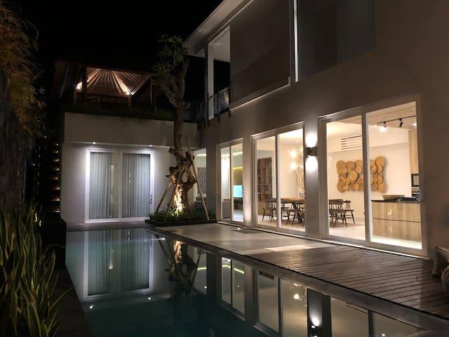 Ecclesia Villa In Echo Beach Canggu. Luxury Villa