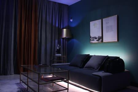 【集梦间】20世纪北欧复古旅居公寓 / 纯乳胶床垫/情调灯光/生日聚会/一房一厅厨房双阳台