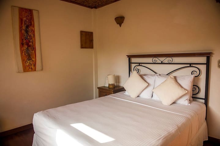 Cosy Queen Bedroom with Private Pool & Wifi