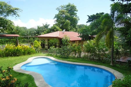 6 private and independant suites with pool - Jaco - House