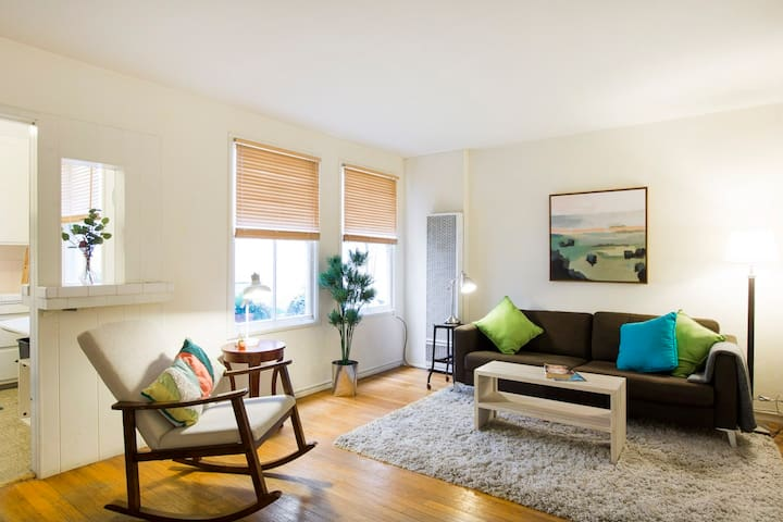 Quiet Apartment on Bustling College Ave
