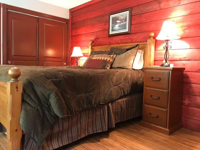 Mtn Lodge Room-master suite