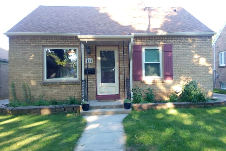 Cute, cozy house centrally located, quiet area