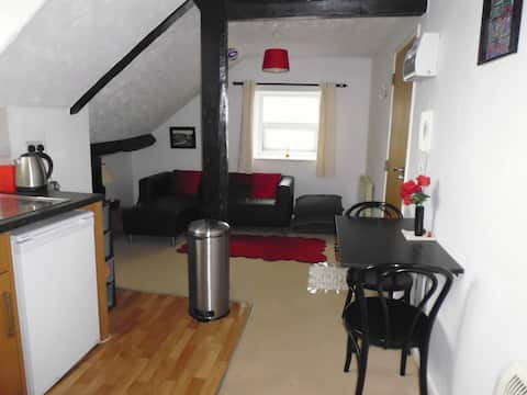 Central Buxton Dble bedroom Fully Furnished Flat