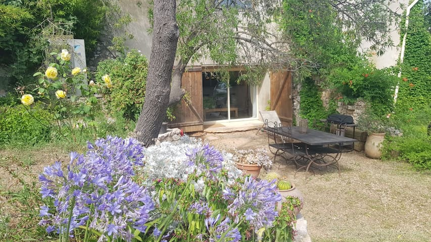 Grand Studio dans Bastide provençale d'exception