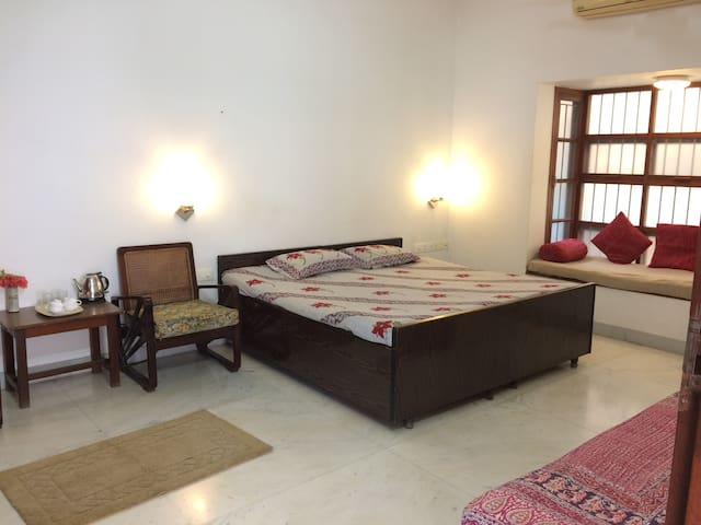 Big clean room for couples/families/groups - Puducherry - Apartamento